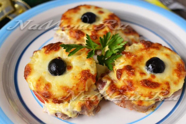 Мясо по - французски с ананасом в духовке
