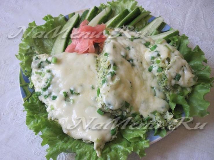 Яичница с брокколи и сыром