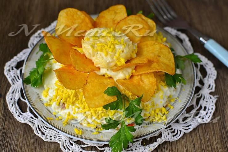 """Салат """"Орхидея"""" с чипсами и курицей"""