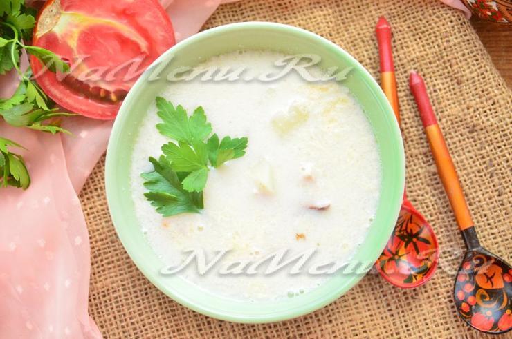 Суп с копченой курицей и плавленым сыром