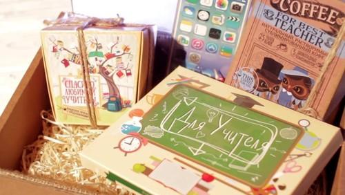 Что подарить на День учителя учителю начальных классов от родителей: идеи подарков