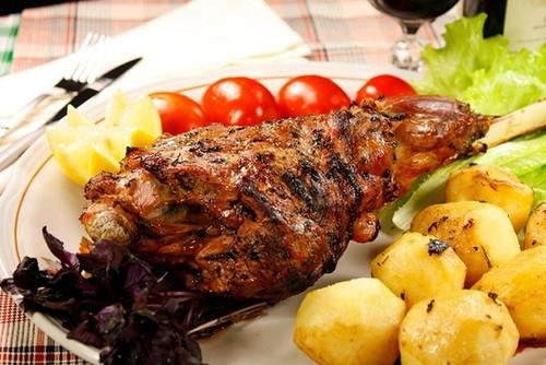 Как приготовить баранину в духовке, чтобы мясо было мягким и сочным: рецепты с фото пошагово