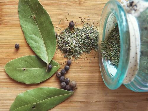Как посолить форель дома с солью и сахаром